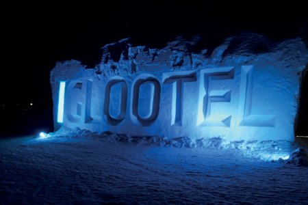 The logo of the Iglootel.