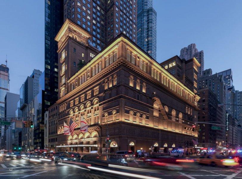 Das Lichtdesign der Carnegie Hall ist ein lichttechnisches Arrangement, das den unvergesslichen Performances vergangener Konzerte ähnelt.