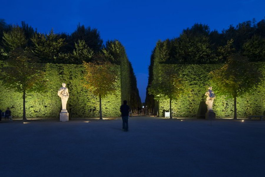 The Allée Royale and the statues feature a balanced but highly expressive lighting design.