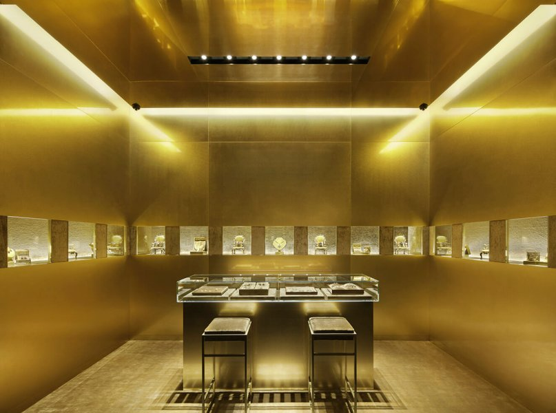 One neighbourhood of Tokyo is experiencing a hint of the Sicilian climate, expressed in light and colour. Although the idea of incorporating southern Italian sunshine into the design concept for a boutique in Japan does seem to be a little abstract.